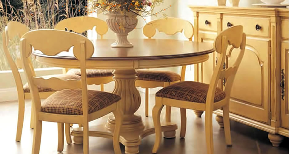 Nichols And Stone Tables And Chairs
